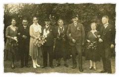 1931 Wilhelm Rüschhoff (1889 - 1961) und Paula Böckmann geb. Deipenwisch (1898 - 1966)  Hofstaat (v.l.): Maria Rüschhoff geb. Schnabel und Josef Schulze Hobeling, Lehrerin Christine Gesse und Lehrer Walter Schmitt.