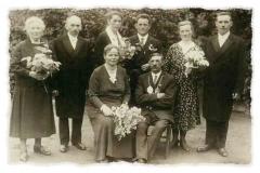 1932 August Busch (1881 - 1960) und Alwine Beckmann  Hofstaat (v.l.): Anna Busch geb. Voß und Bernhard Wegmann, Josef und Klara Nünning geb. Brungert.