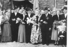 1955 Heinz Wiegert (1931 - 1987) und Maria Streffing verh. Stegemann  Hofstaat: Ewald Stegemann und Irmgard Streffing, Franz-Josef Schründer und Cäcilia Wördemann.