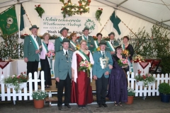2010 Gregor Hülsmann geb. Hugenroth und Anni Hülsmann  Hofstaat (v.l.): Hubert und Klara Westbrock, Martin und Brigitte Holtmann, Richard und Monika Hollmann, Franz-Josef und Marion Beumer.