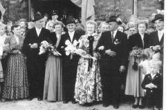 1955 Heinz Wiegert (1931 - 1987) und Maria Streffing verh. Deipenwisch  Hofstaat: Ewald Stegemann und Irmgard Streffing, Franz-Josef Schründer und Cäcilia Wördemann.