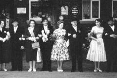 1959 August Königsfeld (1926 - 2006) und Margarethe Königsfeld geb. Lütke Dartmann  Hofstaat: Bernhard und Elisabeth Pohlkötter, Robert und Elisabeth Tepper.