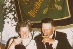 1966 Konrad Esser (1926 - 2010) und Hildegard Esser geb. Stöveken  Hofstaat: Heinz und Alice Kroggel, Wilhelm und Maria Henke.