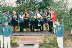 1990 Bernhard Bitter und Caroline Bitter geb. Benter  Hofstaat (erstmalig mit 4 Paaren, v.l.): Detlev und Ursula Güttler, Wolfgang und Petra Leinkenjost, Hartmut und Michaele Sroka, Bernd und Gerda Tepper.