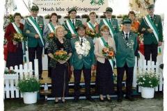 2004 Antonius Beumer und Ulrike Beumer geb. Böckmann  Hofstaat (v.l.): Alfons und Christa Pelster, Franz-Josef und Marion Beumer, Gregor und Anni Hülsmann, Hubert und Mechthild Severt.