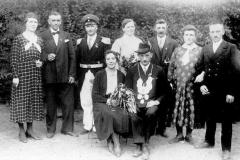 1933 Heinrich Rottwinkel (1900 - 1994) und Maria Haselhorst geb. Rolfes (1903 - 1989)  Hofstaat (v.l.): Maria Rottwinkel geb. Schulte und Josef Haselhorst, Oberst August Beckmann, Königspaar von 1932, Gertrud Lehmkuhl geb. Markötter und Hermann Bäumer.