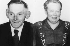 1950 Bernhard Wendker (1902 - 1957) und Elisabeth Wendker geb. Wortkötter (1905 - 1999)  Hofstaat: Anton und Theresia Schulte Bisping, Heinrich und Maria Ludger.