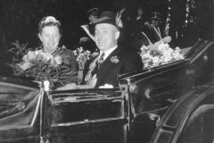 1951 Josef Puke (1911 - 1983) und Paula Puke geb. Borgmann (1915 - 2009)  Hofstaat: Hubert und Maria Greshake, Bernhard und Johanna Hobeling.