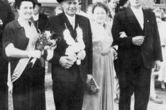 1957 Heinrich Schulze Hobeling (1915 - 1974) und Elisabeth Schulze Hobeling geb. Troost (1909 - 1990)  Hofstaat: August und Martha Schulte Althoff, Felix und Antonia Große Lembeck.
