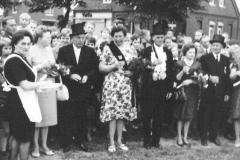 1967 Heinrich Pelster (1915 - 1969) und Maria Pelster geb. Ackers (1920 - 1995)  Hofstaat (v.l.): Bernhard und Helene Keuper, Johannes und Maria Lodde (nicht im Bild).