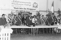 1995 Laurenz Gausepohl und Claudia Gausepohl geb. Wassmann  Hofstaat (v.l.): Franz Große Hovest und Annette Hobeling, Bernhard und Hedwig Hobeling, Aloys und Anni Niemann, Josef und Maria Markfort-Wiegert.