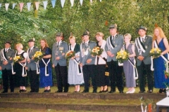 1998 Stephan Hesse und Sonja Hobeling  Hofstaat (v.l.): Carsten Pohlmann und Birgit Hobeling, Jürgen und Tanja Unland, Olaf und Iris Pohlmann, Christian Pohlmann und Ellen Niemerg.