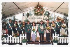 2003 Klaus Schulte und Petra Schulte geb. Böcker  Hofstaat (v.l.): Christian Böcker und Gabriele Wiehe, Karl-Heinz und Benita Hoffmann, Franz-Josef und Stella Lüttecke, Reinhard und Beate Wendker.